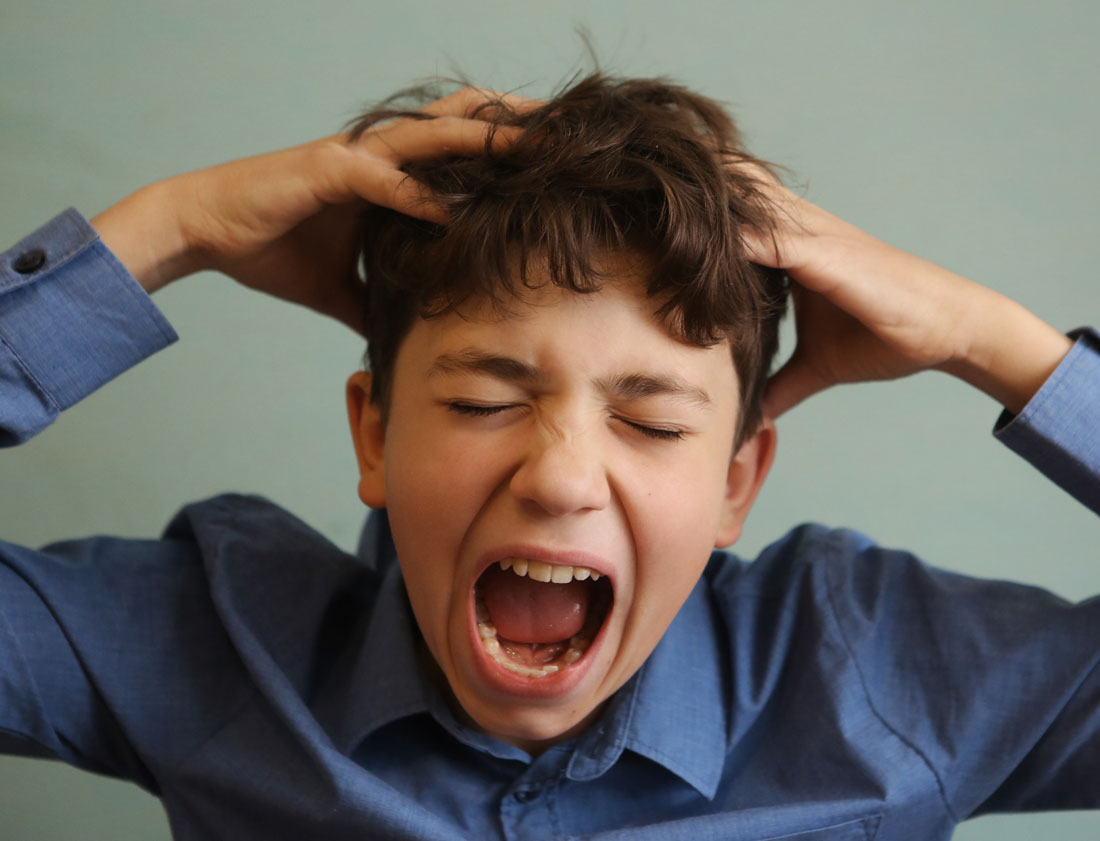 screaming boy needs head lice removal