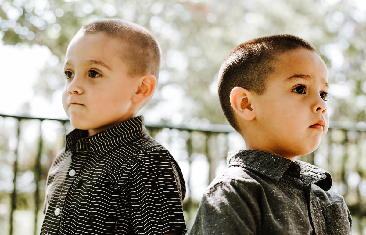 Does shaving these boys' heads get rid of their lice?